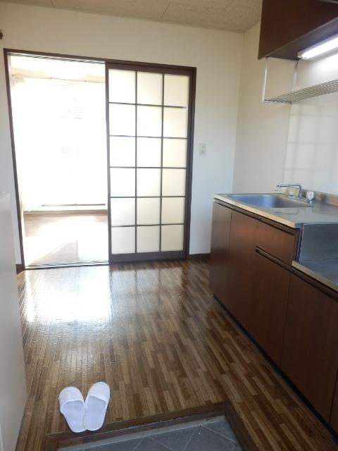 ヒルズミヤマ 202号室の玄関