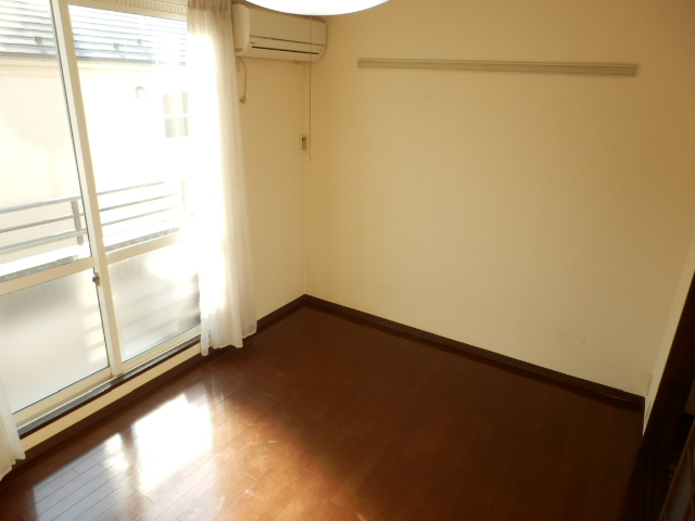 ヒルズミヤマ 202号室のリビング