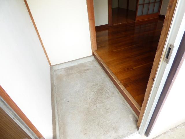 大久保マンション 206号室の玄関