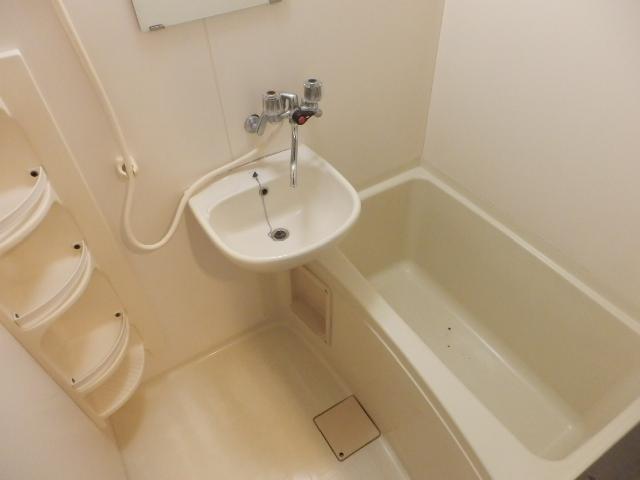 ヴィラ・パンテオン 302号室の風呂