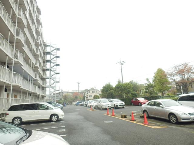 津田沼スカイハイツ 807号室の駐車場