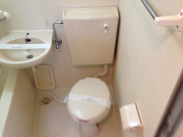 トラストビラ住吉 304号室のトイレ