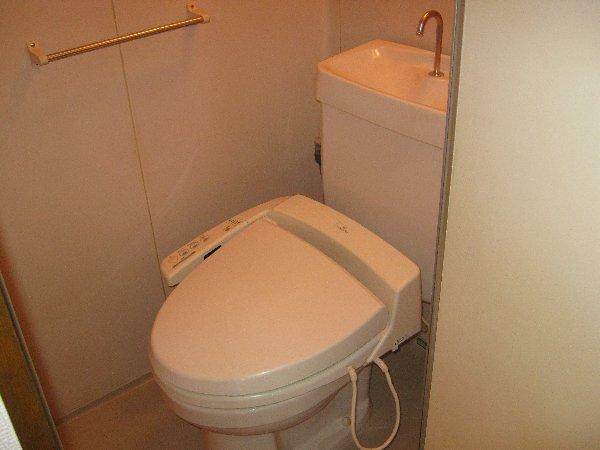 エルム日吉 102号室のトイレ