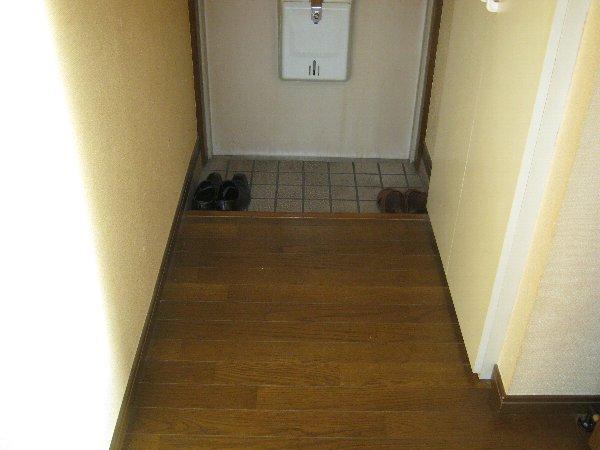 エルム日吉 102号室の玄関