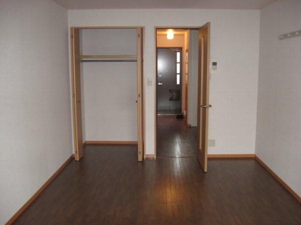 グリーンヴェール 203号室のリビング