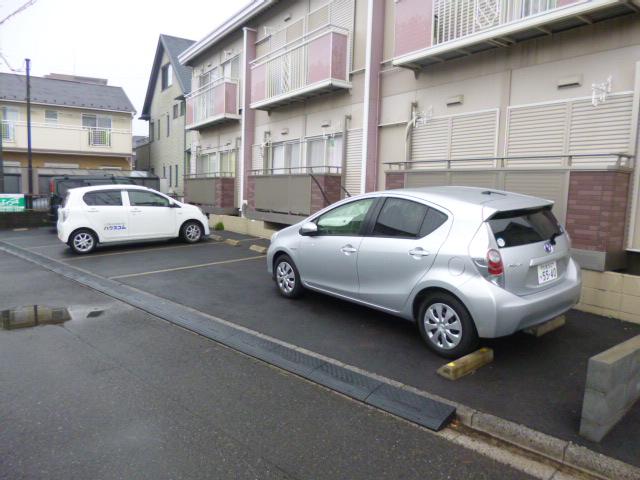 メゾン・ド・ジュネス 202号室の駐車場