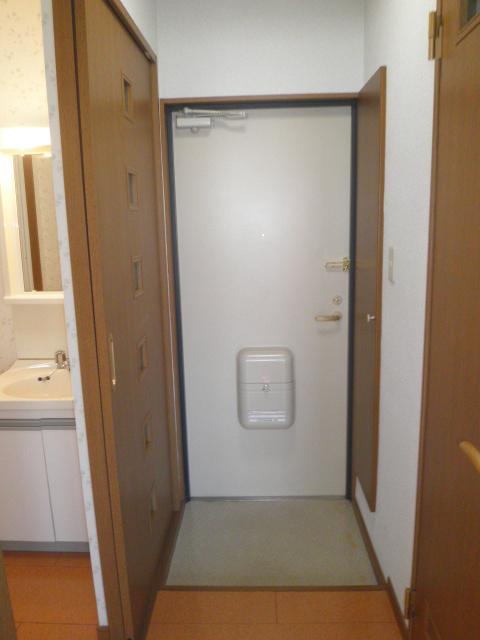 コーポラス小山 302号室の玄関