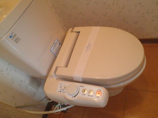 コーポラス小山 302号室のトイレ