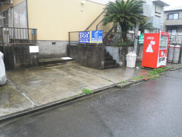 サンウィンズ 202号室の駐車場
