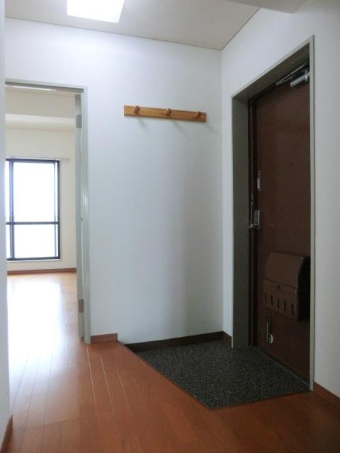 メゾンクレール 303号室の玄関