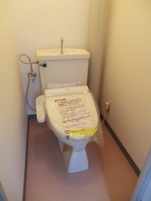 メゾンクレール 303号室のトイレ