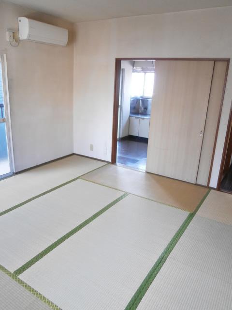 品田ハイツ 201号室のリビング