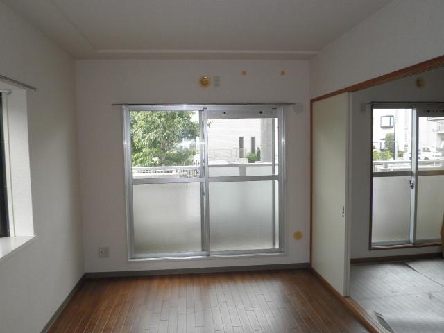 グリーンハイツ9 103号室の居室
