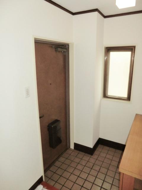 マンシオーネKT 301号室の玄関