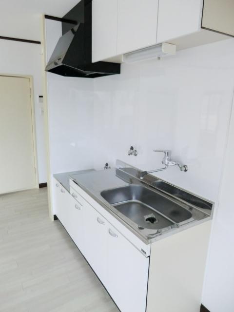 マンシオーネKT 301号室のキッチン