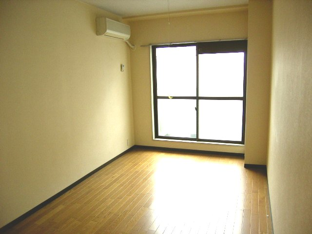 土屋ビル 703号室のリビング