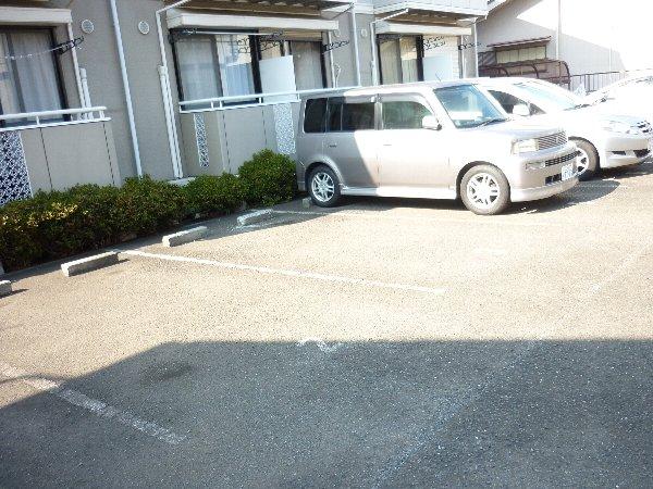 サンコーポ 105号室の駐車場