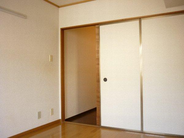 サンコーポ 105号室のリビング