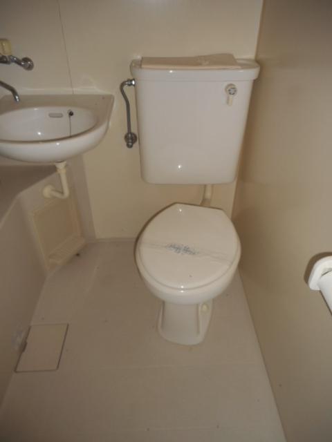 プチメゾン牧ケ谷 102号室のトイレ