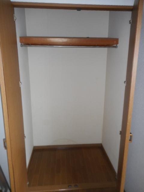 プチメゾン牧ケ谷 102号室の収納
