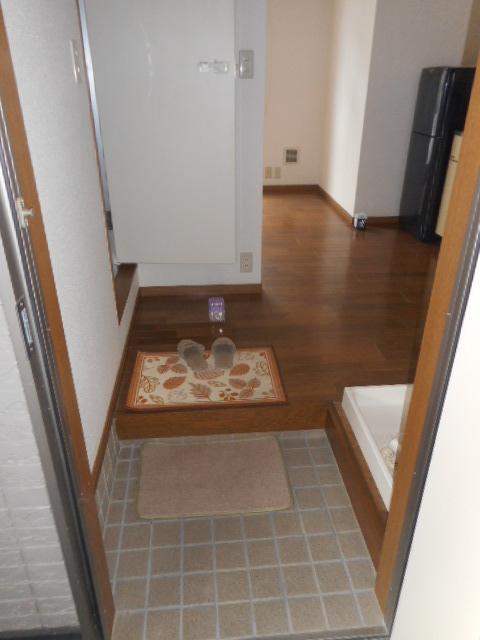 プチメゾン牧ケ谷 102号室の玄関
