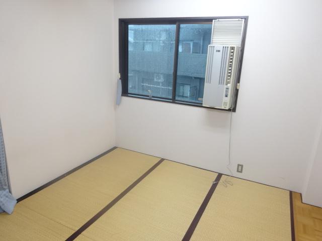 若葉第一ビル 301号室のリビング