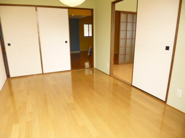 ファミーナシオンA 202号室のリビング