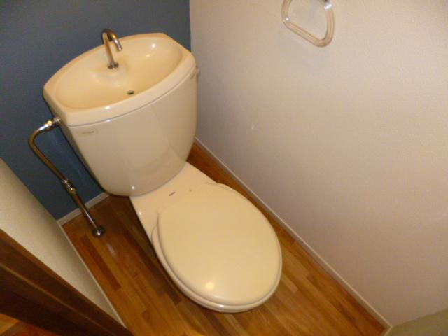 ファミーナシオンA 202号室のトイレ