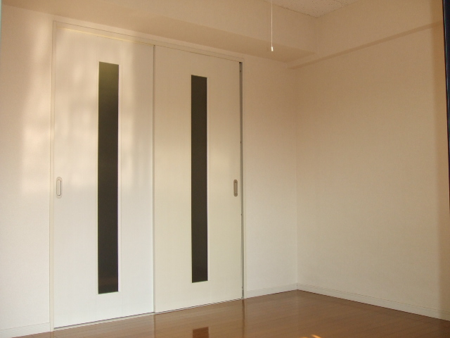 第10秋葉ビル 208号室のリビング