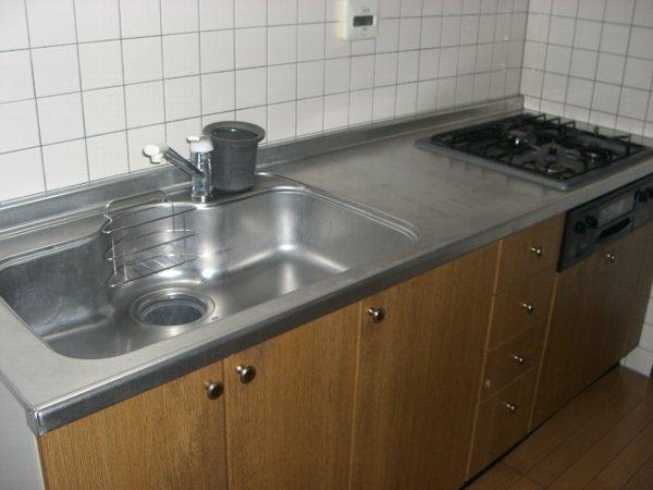 クィーンズ・ヴィラ武蔵浦和 205号室のキッチン