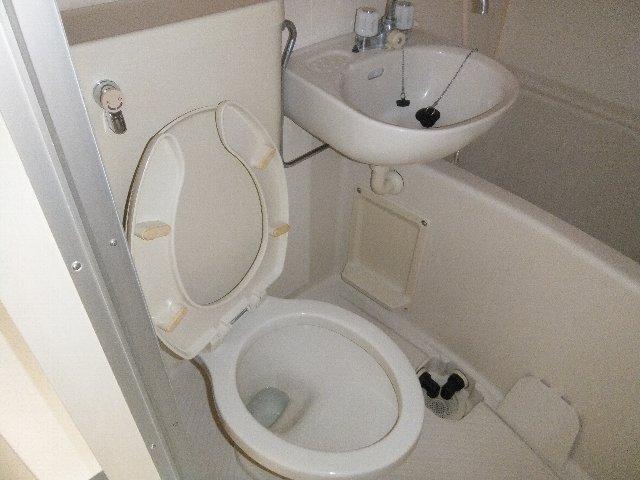 ウエストウイング 204号室のトイレ