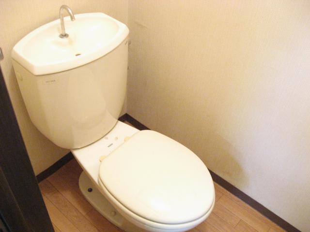 コーナーハウス C 103号室のトイレ