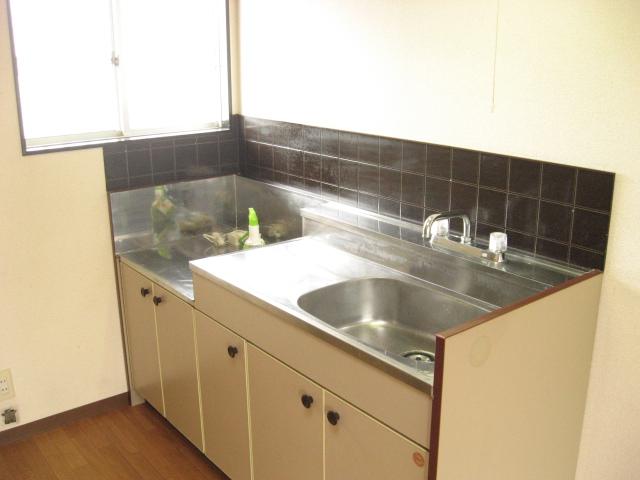 コーナーハウス C 103号室のキッチン