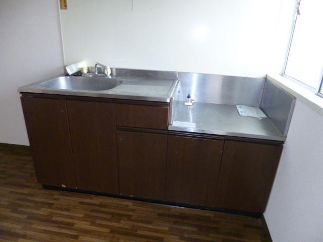 シャンボール内谷 202号室のキッチン