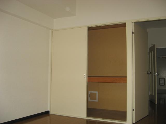 グリーンパークタニグチ 301号室の収納