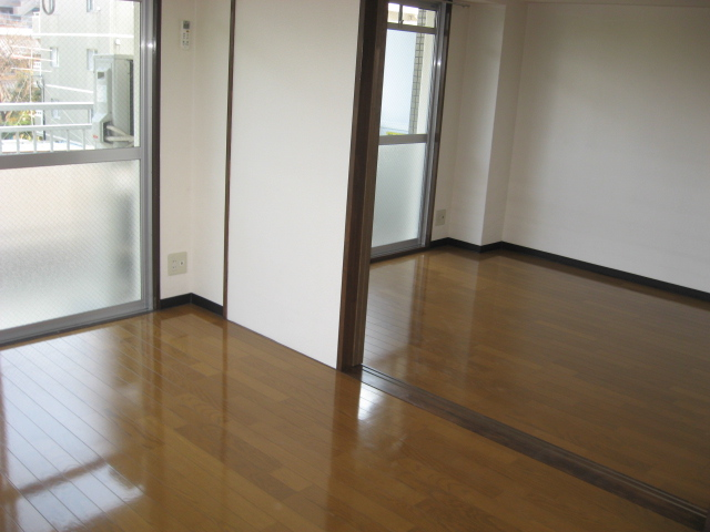 グリーンパークタニグチ 301号室のリビング