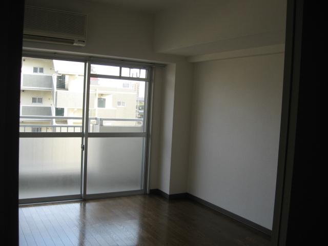 グリーンパークタニグチ 504号室のリビング