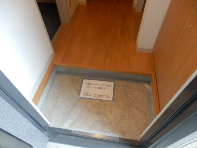 ウィン中浦和 102号室の玄関