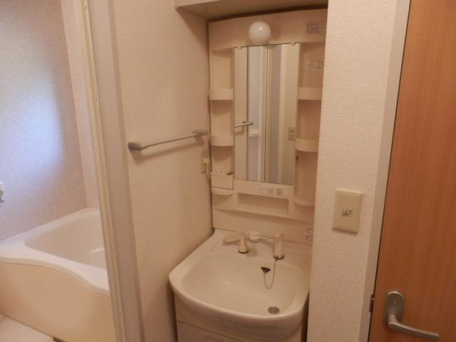 ウィン中浦和 102号室の洗面所