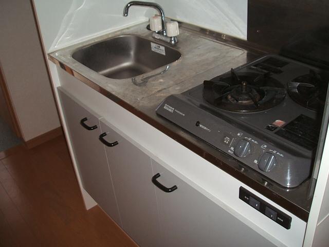 アンプルールクラージュWEST 204号室のキッチン