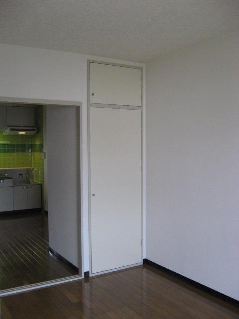 グリーンパークタニグチⅡ 103号室のリビング