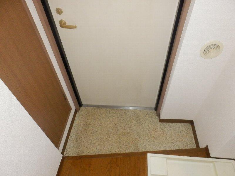 ウインドワード 103号室の玄関