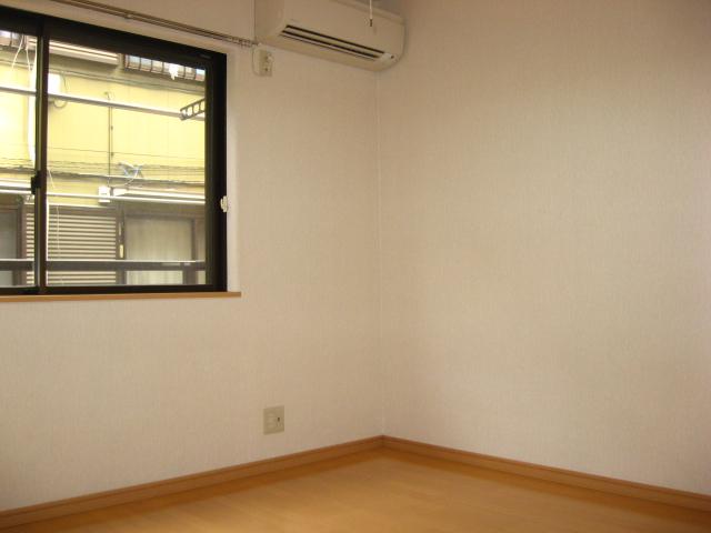 グリーンハイム壱番館 203号室のリビング