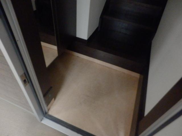 M-grace 101号室の玄関