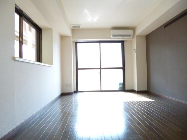 武蔵浦和ハイツ 102号室のリビング