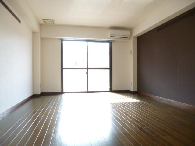 武蔵浦和ハイツ 202号室のリビング
