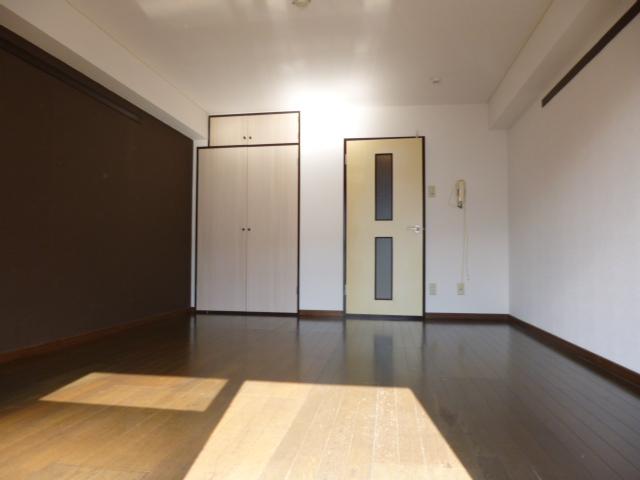 武蔵浦和ハイツ 305号室のリビング