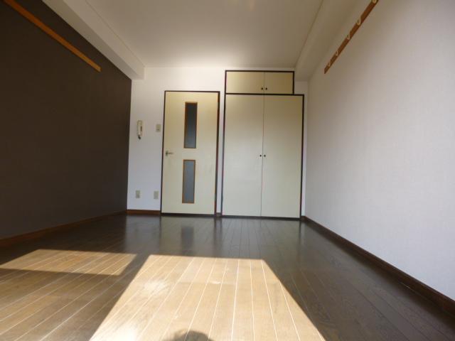 武蔵浦和ハイツ 308号室のリビング