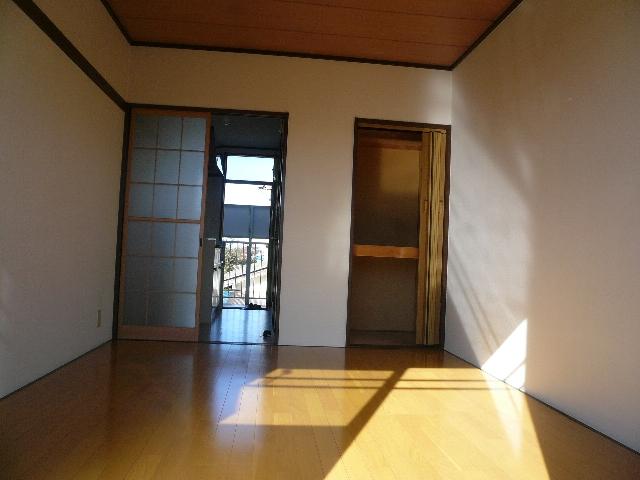 ファミーユ友光 202号室のリビング