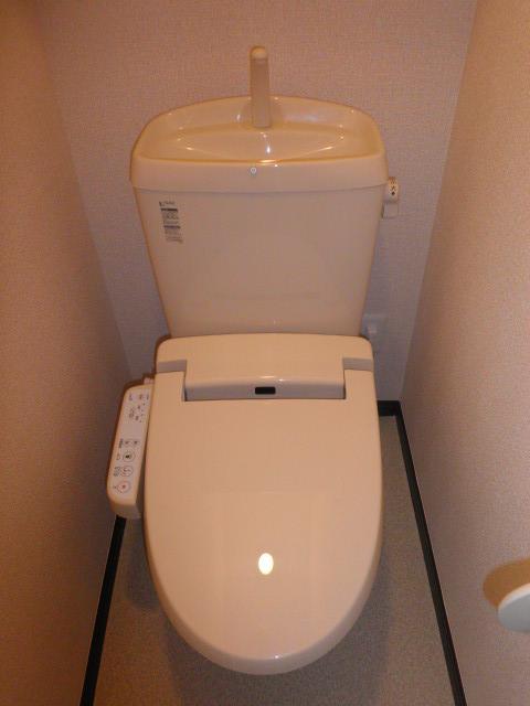 ラトゥール桜丘 202号室のトイレ